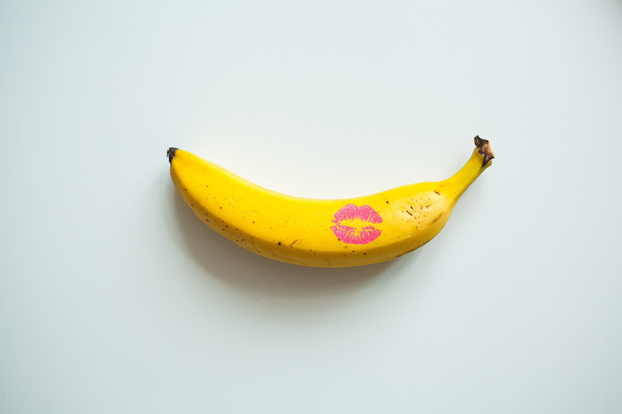 Image of a sexually suggestive banana with a lipstick mark